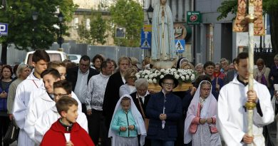 Procesja z figurą Matki Bożej Fatimskiej w Świebodzicach