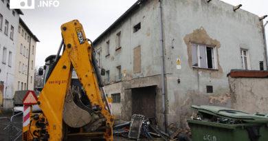 Kolejowa 1 B: pierwszy z budynków do rozbiórki