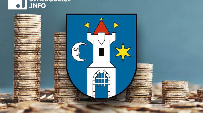 Dwóch radnych w Świebodzicach poparło budżet Pawła Ozgi