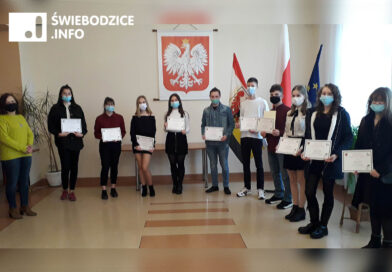 Prymusi LO w Świebodzicach nagrodzeni stypendiami naukowymi!